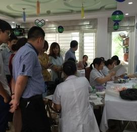 Vĩnh Hưng tổ chức chương trình khám chữa bệnh định kỳ c - VĨNH HƯNG JSC